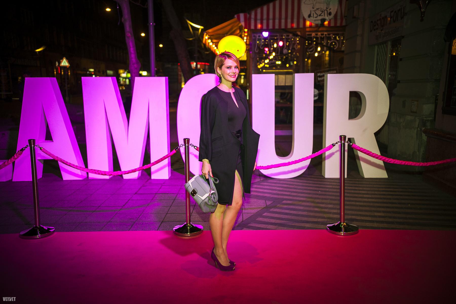 Fekete és arany volt a dress code ezen az eseményen, Ónodi Eszter így oldotta meg.