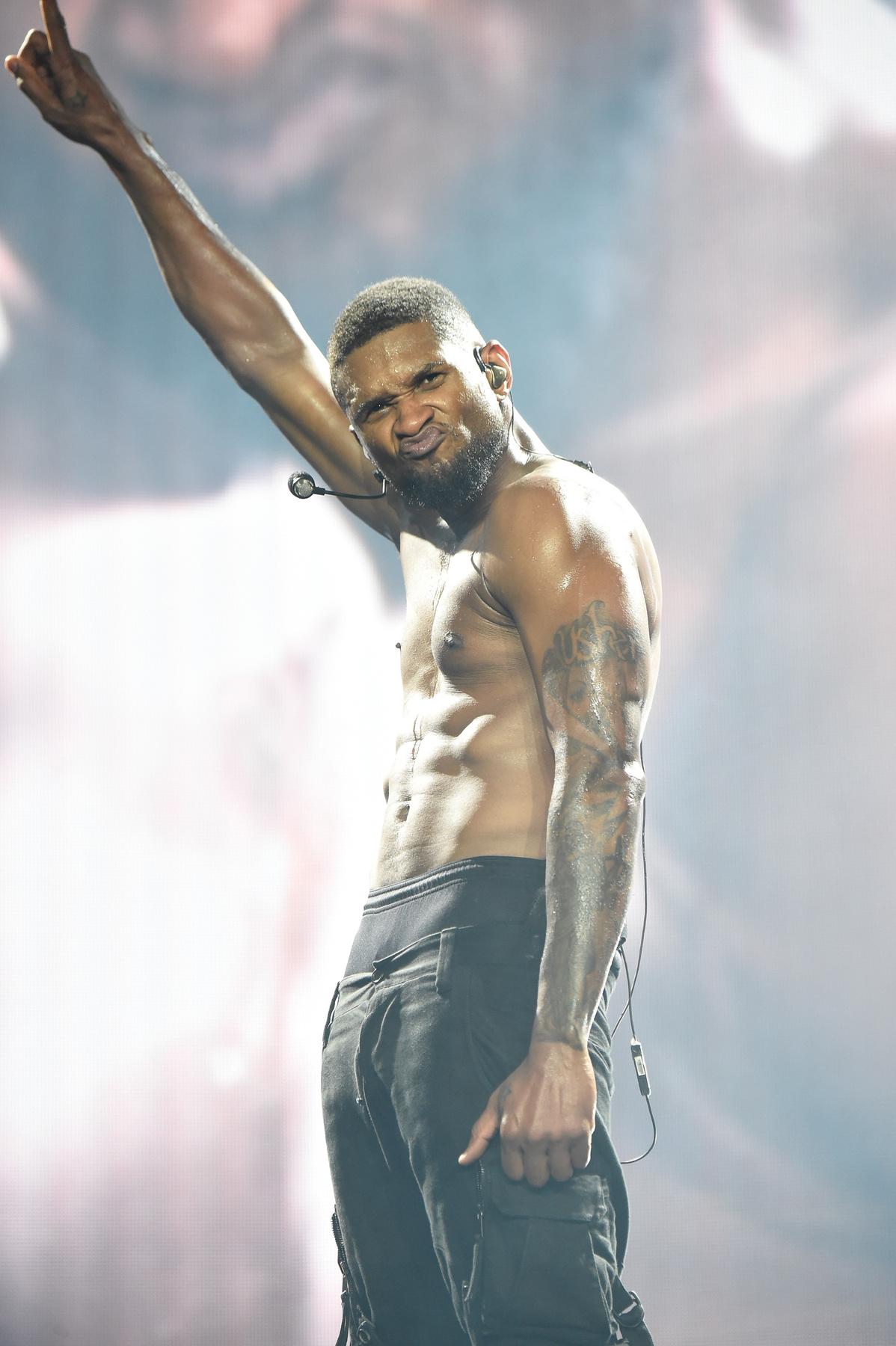 Usher és Chris Brown a színpadon Los Angelesben