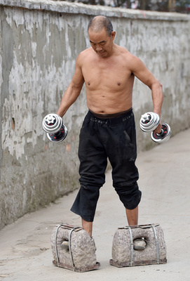 Huang Baokvan súlyzózik