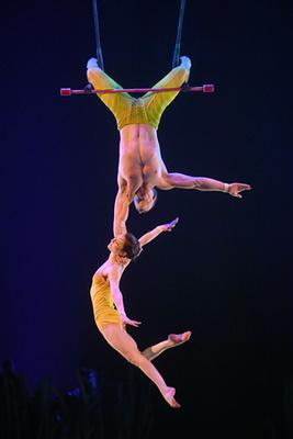 Ezzel a férfival búcsúzunk a Cirque du Soleiltől, ez az utolsó fotó.