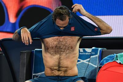 Itt a svájci Stan Wawrinka törölközik éppen, ő az utolsó ebben az összeállításban.