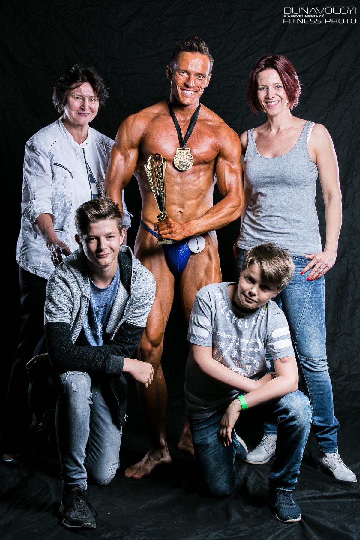 Köszönöm mindenekelőtt a családomnak, hogy nemcsak elviseltek, hanem a legmesszebbmenőkig támogattak! - írta Gömöri András Máté a versenyeredményről szóló posztba.