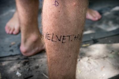 Egyvalaki pedig megengedte, sőt, megkérte, hogy írjuk rá az oldalunk címét a lábára, nehogy elfelejtse.