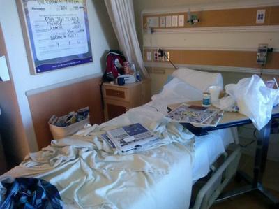 Ebben a kórházi ágyban feküdt Peter Cousins öt napig, hogy a termálvizes szabadtéri szex izgalmait kipihenje. Mindez hetvenmillió forintnak megfelelő összegbe került