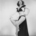 A kétrészes ruhában Gloria Knight börleszktáncos látható szintén 1950 körülről.