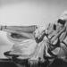 Mary Mack börleszktáncos fekszik a szófán, 1950 körül készült a kép.