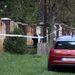 Akarattya egyik üdülő jellegű utcájában április 21-én találtak egy házban három holttestet.