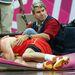 Aludj el szépen, kis Rudy! (Rudy Fernandez spanyol kosaras, aki meccs közben beesett a Reuters fotósa, Mike Segar ölébe)