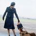 1971-ben az Aberdeen repülőtérre érkezik a kutyáival.