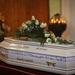 Fehér koporsóban temették el