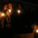 Gyertyagyújtással emlékeztek meg a környékbeliek az áldozatokról.
