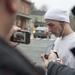 Jonathan Lanza a 28 embert kivégző Adam nagybátyjaként mutatkozott be, amikor megjelent a gyászolók között, hogy együttérzését fejezze ki.