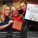 2004: Savile Nicky Sweeney-vel és Niki Younggal pózol a Jim'll Fix It című műsorban.