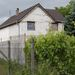 Magas kerítés rejti az ott lakókat - sok a betörés a környéken