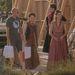 SPOILER: Rajtuk kívül találkoztunk még a Sansa Starkot alakító Sophie Turnerrel, akit holtsápadtra sminkeltek, illetve az új színésszel, aki Thommen Baratheont alakítja. Thommen ezután lesz fontos figura, hiszen a bátyja halála után - elvileg - ő örökli a trónt, és Margaery Tyrellt, a feleséget. A fontos szerepet új gyerekszínészre, Dean-Charles Chapmanre bízták, aki már feltűnt egy másik Lannister-gyerek szerepében. Mostanra csibesárga lett a haja.