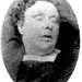 Annie Chapmant (a képen) 1888. szeptember 8-án találták meg egy kapubejárat közelében. Torkát elvágták, hasát szinte teljesen felnyitották, méhét pedig eltávolították.