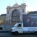 A következő egy hónapban Budapest belvárosában mobil óriásplakátokat szállító járművek furikáznak és parkolnak majd le a város leglátványosabb helyein a félrelépésre ösztönző társkeresőt hirdetve.