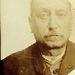 A 60 éves Augustus Weltont azért tartóztatták le 1911-ben, mert ellopott 2 kabátot.