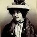 A 19 éves Annie Nasht azért tartóztatták le 1900-ban, mert ellopott 10 shillinget. Tíz shilling fél fonttal volt egyenlő, ami mai értéken számolva 52 fontnak felelne meg, vagyis Annie Nash mai értéken kb. 18 ezer forintot lopott.