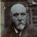 Az 55 éves Reuben Davis fogorvosként dolgozott, 1905-ben azért tartóztatták le, mert hamis papírokkal vett vonatjegyet.