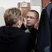 Ufó Zsolti édesanyjával találkozik a bíróság folyosóján. A férfit kerítéssel és csalással vádolja az ügyészség, ügyében bírósági döntés még nem született.