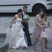 Orbán Ráhel és újdonsült férje távozik a templomból.