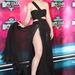 Nemzetközi villantás a Velvet kamerája előtt! Iggy Azalea nem csak a nyelvét mutatta meg a fotósoknak az MTV-EMA vörös szőnyegén.