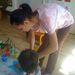 Éppen hivatása közben, gyerekekkel