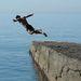 Miközben a strandolók öngyilkos mód vetik be magukat a jelenleg 10 fokos Fekete-tengerbe, a sportolók a vizes, latyakos hóval küzdenek.