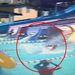 Az angol férfi a túl rövid medencében nem lassult le eléggé, és a csúszdából kiérkezve nekisiklott a medence falának.