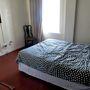 Ilyen egy szoba - na, ezért kell inkább hostelnek nevezni a Stay On Maint. Szellőztetni csak óvatosan akarjanak!