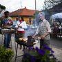 Pista bácsi aki 1940 óta lakik a faluban egyszerre három kalácsot is sütött, az összes utcabálon itt volt, mindig szívesen segít és aktívan részt vesz szervezésben