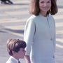 Jackie jól tudta, hogy egy tökéletes szabású, és egyszerűen visszafogott kabát mindent visz