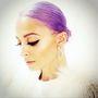 Nicole Ritchie a Twitteren mutatta meg lila haját, és nagyon művészien néz kiegészítésképpen.