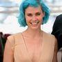 Ha valaki egy közepesen ismert énekes-producer, mint Nanna Oland Fabricius, nyilván kék hajjal szeretne kitűnni. Tulajdonképpen sikerült.
