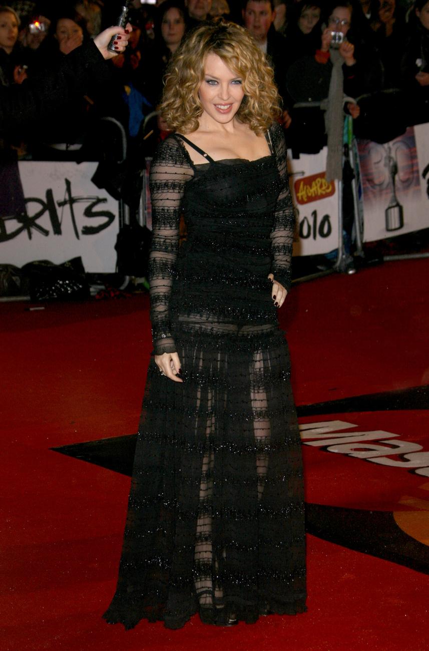 ...míg Ashley Olsen miniruháját fehér fátyol fedte.