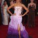 Zoe Saldana színes Givenchy-ben.