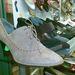 Westend, aluljárószint: van bőrcipő is, igaz, ez drágább, mint előbbiek.