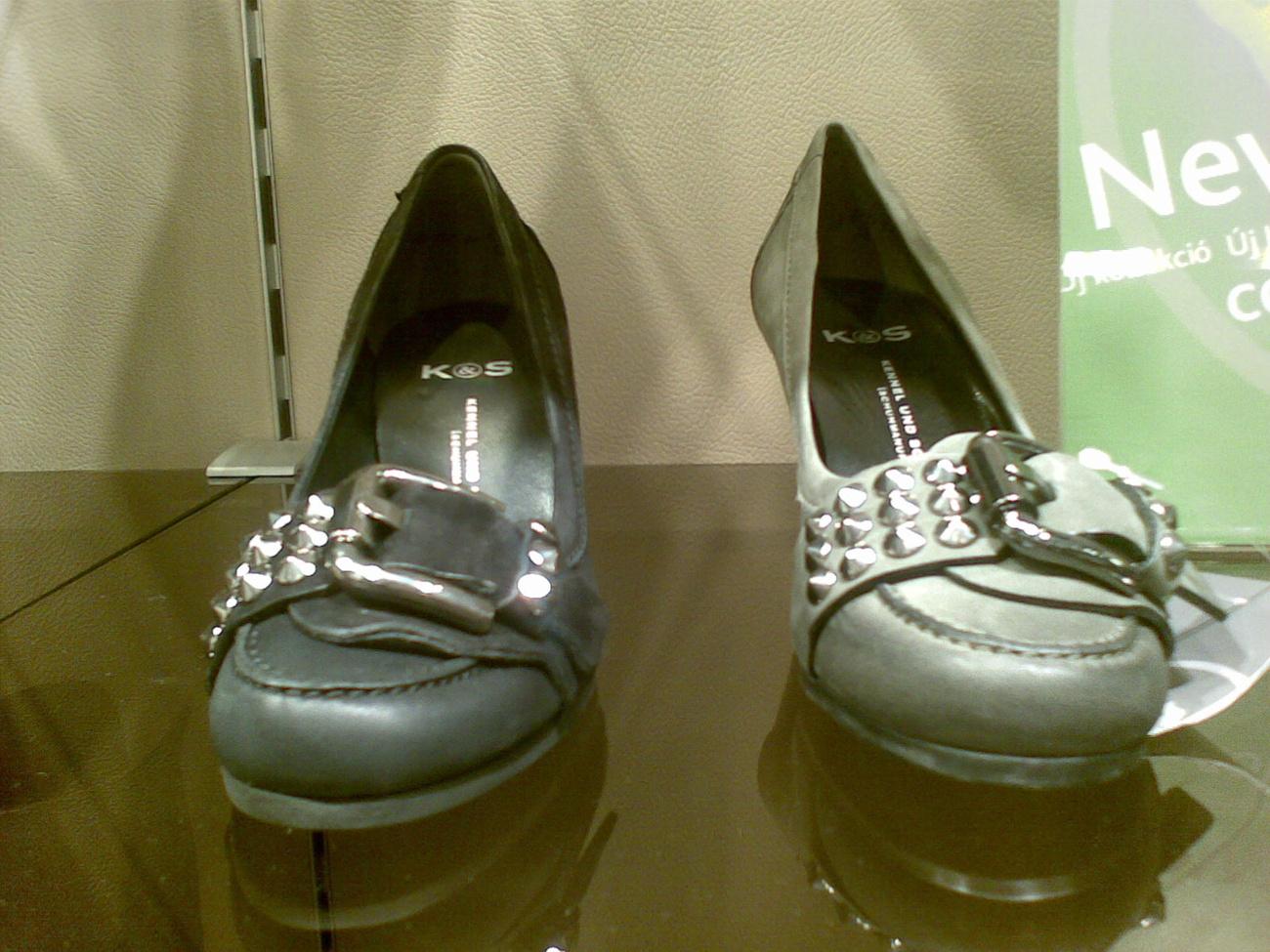 H&M: fűzős magasszárú műbőrből. Idén trendi.