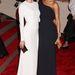 Zoe Saldana a szintén jól öltözött Diane Krugerrel egy csinos félvállas ruhában pózol.