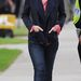 Carey Mulligan a hétköznapi életben is csinosan, igaz, egyszerűen öltözik.