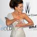 Kate Beckinsale ruhái redői közül ássa elő ékszereit.