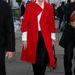 Carolina Herrera a 2010-es februári Mercedes Benz divathétre látogatott -valószínűleg saját tervezésű- élénk színű kabátban.