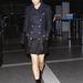 Victoria Beckham is lefelé sötétedő kabátban repült tavaly.