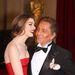 Anne Hathaway kedvenc divattervezőjével, Valentinóval jópofáskodik