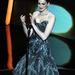 Anne Hathaway átöltözött a műsorvezetéshez