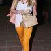 Hilary Duff okkersárga nadrágban