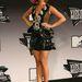 Katy Perry fellépéséhez más jelmezt öltött: lemezekkel kirakott ruhácska, ötletes.