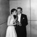 Audrey Hepburn, nagyon alkalmi ruhában (épp az Oscarjának örül)
