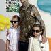 Travis Barker, a Blink-182 dobosa, két gyerekével